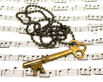Absolutely Antique Brass Trefoil Key Necklace 33
