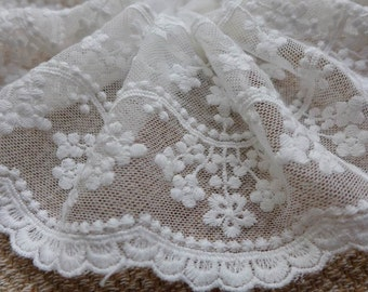 Pretty Embroidery Tulle Lace Trim in Off-White with Floral for Wedding Gown, Dress, Cuffs, Costumes
