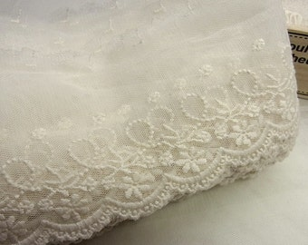 1 yard  VTG Style Embroidery scalloped Fabric Tulle Mesh Net Lace Trim #321