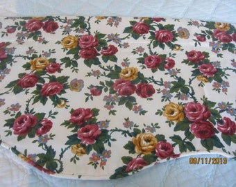 Sale// BEAUTIFUL ViNtAgE Valance// ROSES GALORE// Great For Your Shabby Chic Cottage!
