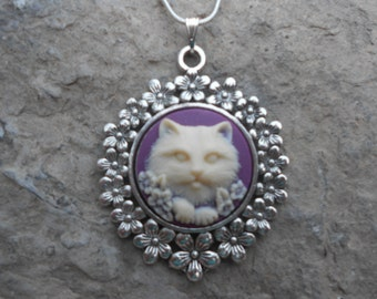 "Stunning Cream Kitty Cat (on a plum/purple background) Cameo Pendant Necklace---.925 plated 22"" Chain--- Great Quality"