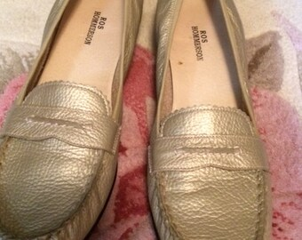 Women's Gold leather loafer (Ros Hommerson)