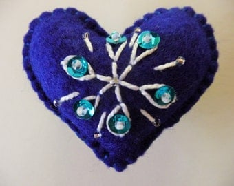 Snowflake Felt Heart Brooch / Showflake Felt Heart Pin / Christmas Brooch / Christmas Pin / Snowflake Brooch Pin / Winter Solstice