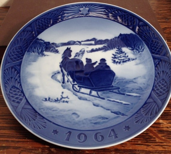 Royal Copenhagen Annual Christmas Plate 1964 Fetching the