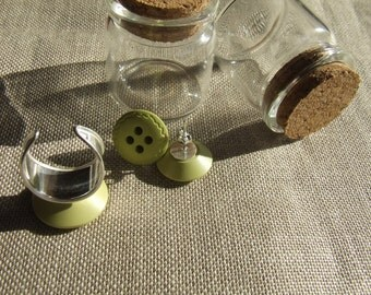 Stud earrings, 925 silver and 925 silver adjustable ring with vintage buttons light green.
