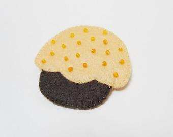 Felt cupcake brooch orange