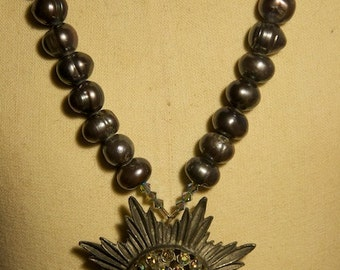 Necklace of vintage pendant and pearls
