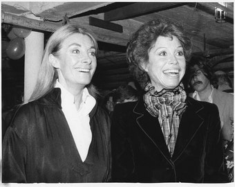 """Vintage Original photograph Mary Tyler Moore & Jean Marsh- New York -  """"Whose Life Is It Life"""" - dated: 10/30/79---FREE SHIPPING !!!"""