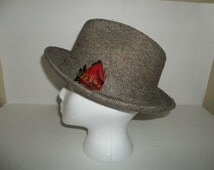 Vintage Mens Gray Wool Fedora Hat With Feather Adronment