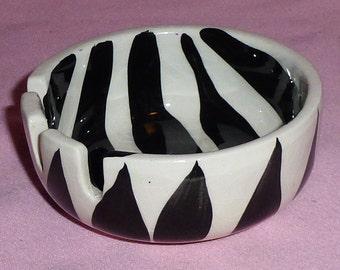 California Original 771 USA Pottery Black White Zebra Stripe Retro Vintage Ceramic 3 Slot Round Cigarette Ashtray
