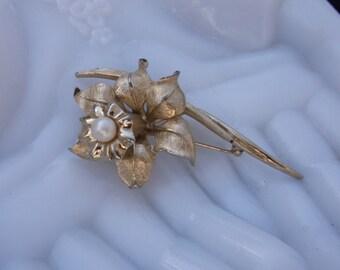 Vintage Bougher flower Jonquille brooch