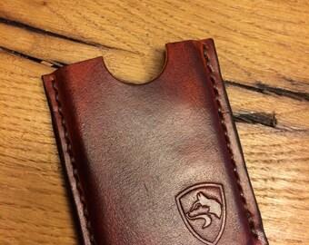Handgemaakt lederen etui voor pasjes en vakje voor papiergeld.