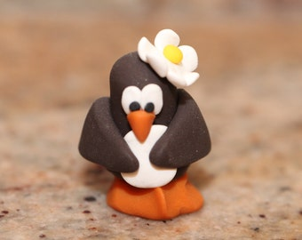 Daisy Penguin, pocket totem, polymer clay, miniature animal, arctic bird figurine, small sculpture, penguin totem, collectible, clay bird