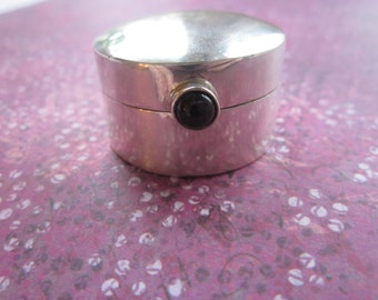 Snuff Box/Pill Box in Sterling Silver With Amethyst Stone Clasp
