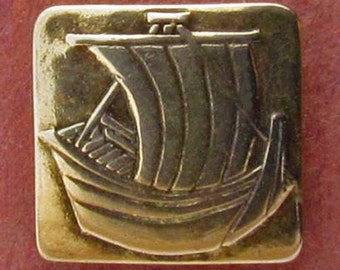 Sailing Ship  - Shank Button - B516