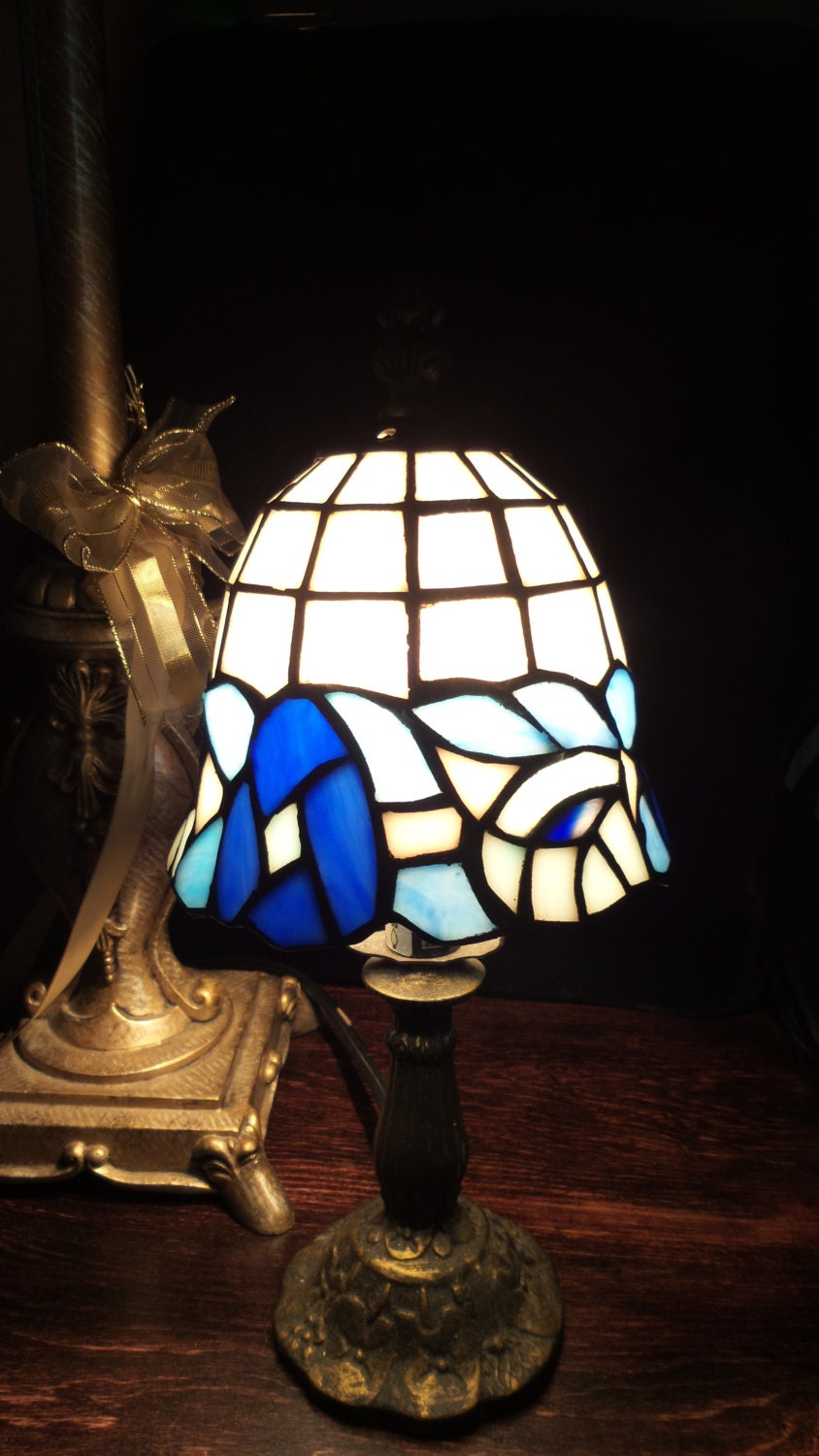 stained glass tiffany style lamp shade. Black Bedroom Furniture Sets. Home Design Ideas