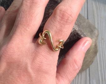 SALE! 14k Yellow Gold Interlocking Hearts Ring -- Size 6.75