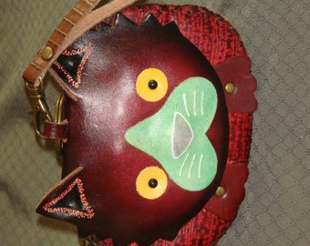 Genuine leather wristlet Change/Coin purse, a cared Kitty face pattern, lovely holiday present choice. Zipper closure,
