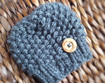 Newborn beanie hat with button