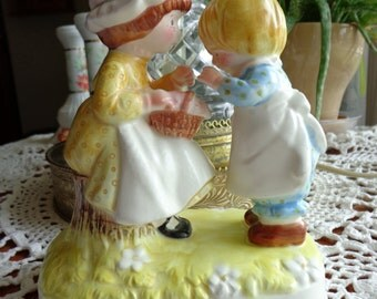 """Holly Hobbie Figurine """"Happiness is meant to be shared"""",  Early American Dress and Decor, Folk Style Art and Sculpture, Made in Japan 19974"""