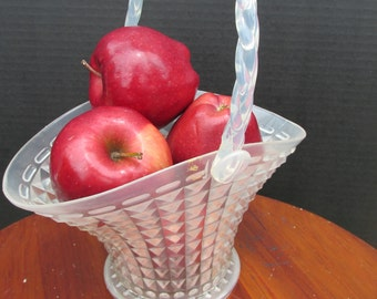 Vintage plastic basket with movable handle
