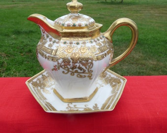 Exquisite c1911 NORITAKE NIPPON RC Royal Crockery 12oz. Moriage, Beaded Gold with Enameled Jewels Syrup Pitcher & matching Underplate