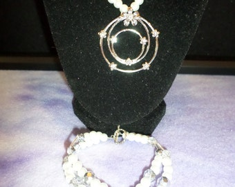 White Pearl Daisy Flower Necklace and Bracelet Set