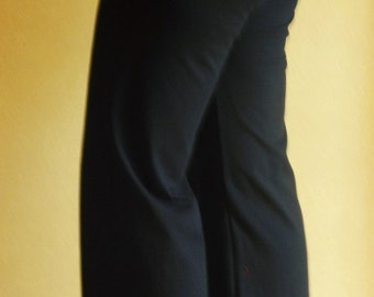 Super comfy yoga pants- available in long & 3/4 lengths, 5 colours and in sizes 8-26!