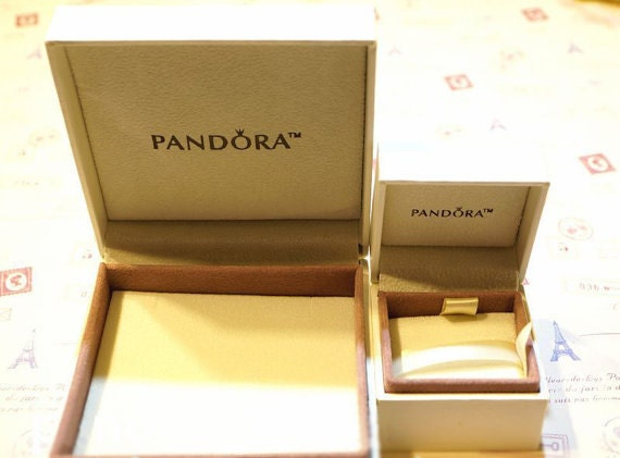 Pandora gift box available only if purchase with charms