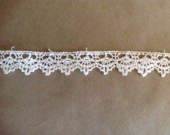 Antique white lace. R18