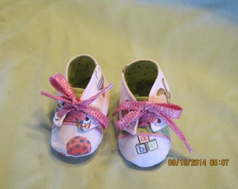 Girls Sneaker Style Fabric Baby Booties: Item 0022
