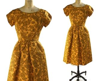 50s Toile Cocktail Dress / Vintage 1950s - 1960s Party Dress / Prom Special Occasion Bridesmaid Mod Retro Floral Dress XS