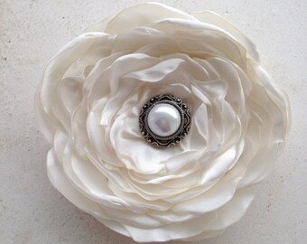 Ivory Flower Hair Clip.Bridal.Headpiece.Bride.Off white.pin.brooch.satin flower.hair accessory.fascinator.fabric.hair piece.wedding.custom