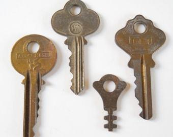Instant Vintage Key Collection • Lot of 4 Keys