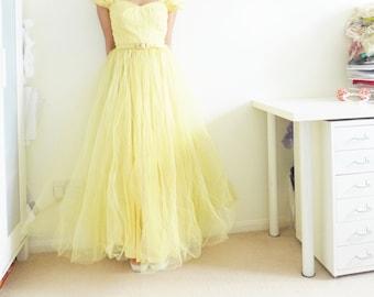BELLA - VINTAGE 1950s full yellow net prom dress