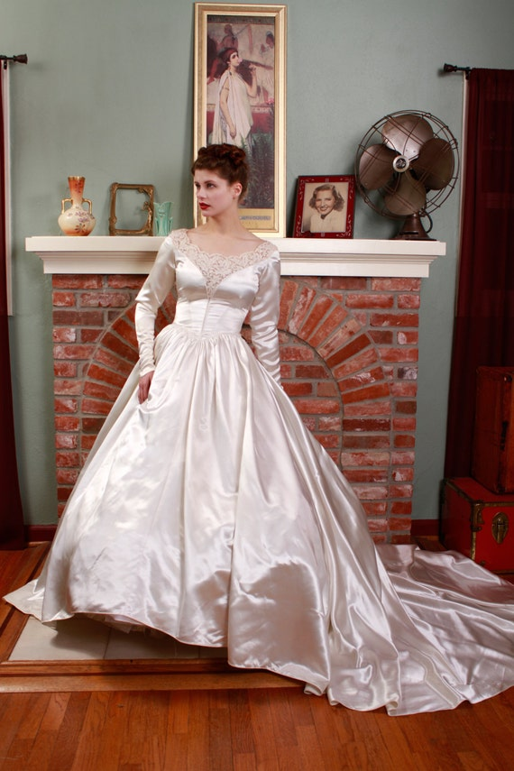 RESERVED ON LAYAWAY Vintage 1950s Wedding Dress Heavy by ...