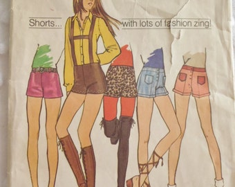 Simplicity 9597 VINTAGE 1970s Sewing Pattern, Misses Hip Hugger Short Shorts Size 12