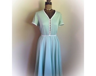 Vintage 1970s Montgomery Ward Mint Green Dress Nylon Moonglow Lucite Buttons