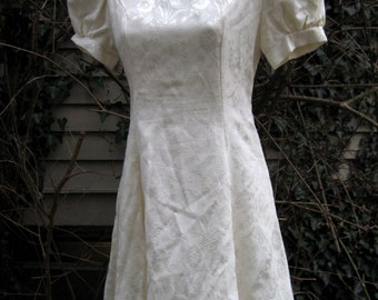 XS Extra Small dress, 80s WHITE VICTORIAN Punk dress by Jessica McClintock of Gunne Sax, 1980s 80s cream white dress, spring xs dress