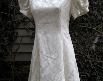 XS Extra Small dress, 80s WHITE VICTORIAN Punk dress by Jessica McClintock of Gunne Sax, 1980s 80s cream white dress, spring xs dress