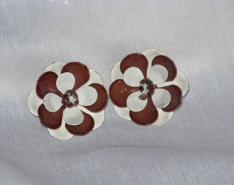 Enameled Brown and White Flower Power Floral Earrings (E-1-7)