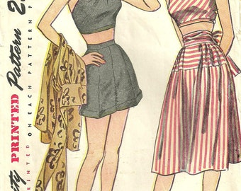 Simplicity 1970 / Vintage 40s Sewing Pattern / Halter Shorts Skirt Playsuit Romper / Size 15 Bust 33