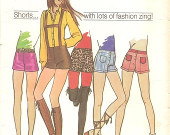 1970s Short Shorts with Suspenders Pattern - Vintage Simplicity 9597 - Waist 29
