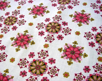 Vintage 60s Mid Century Cotton Fabric -Pink Geometric Kaleidoscope Medallions -Pink Cottage Home Decor Quilting Crafting Material