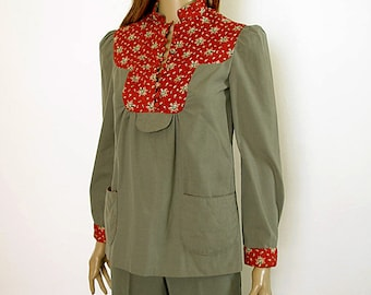 Vintage 1970s Bellbottom Pantsuit Gray Green Red Floral Two Piece Pantsuit / Extra Small