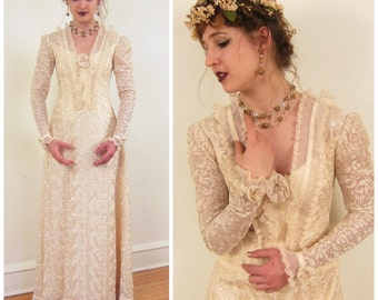 Vintage 1970s Wedding Dress in Cream Lace Brocade / 70s Long Sleeved Bridal Gown in Champagne Lace / Small