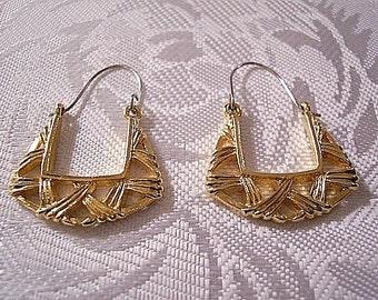 Square Hoops Pierced Earrings Gold Tone Vintage Avon Basketweave Swirl Rib Open Design