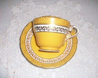 Aynsley Yellow Gold Tea Cup & Saucer //