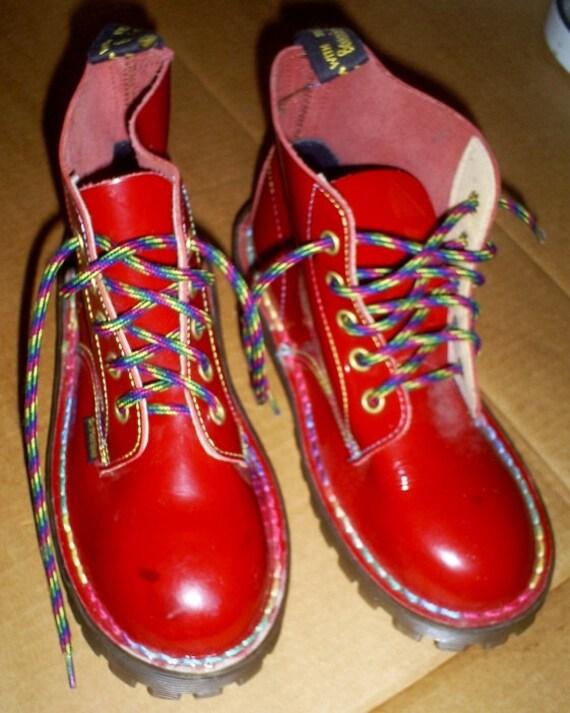 arc en ciel de doc martens en cuir verni rouge air wear boots. Black Bedroom Furniture Sets. Home Design Ideas