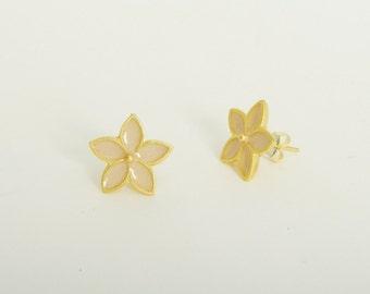 Bridal earrings, Ivory Flower Stud Earrings, Bridesmaid Earrings, Wedding earrings, Delicate Jewelry, Dainty flower earrings, post earrings